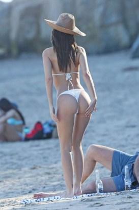 Emily-Ratajkowski-White-Thong-Bikini-Dominican-Republic-Kanoni-7